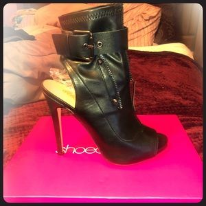 High heeled faux leather peeped toe booties